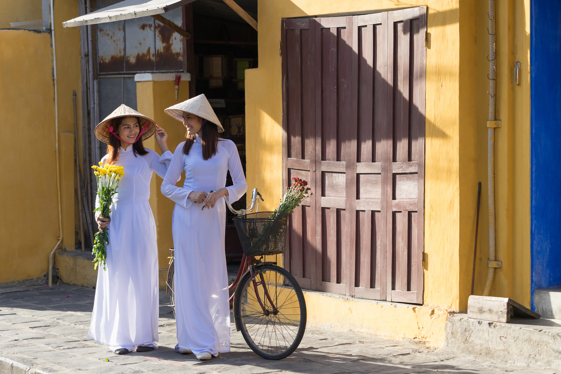 Vietnamese ladies in aodai